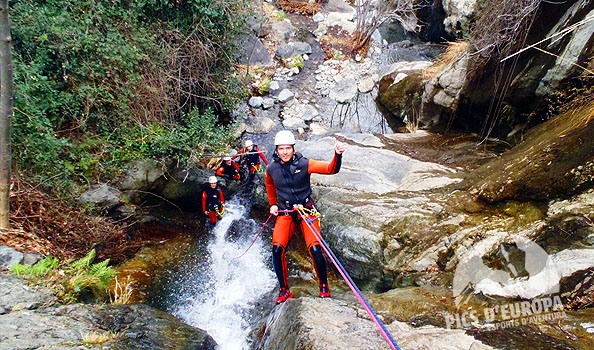 Descenso Barranco  de aguas termales Pirineo frances