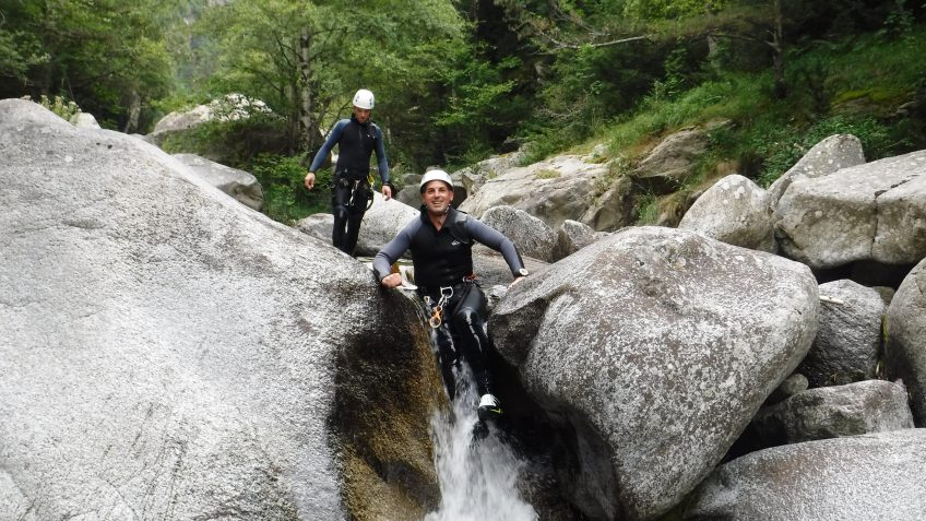 pack barranquismo y via ferrata en barcelona 28