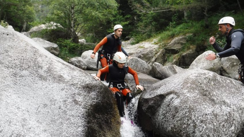 pack barranquismo y via ferrata en barcelona 33