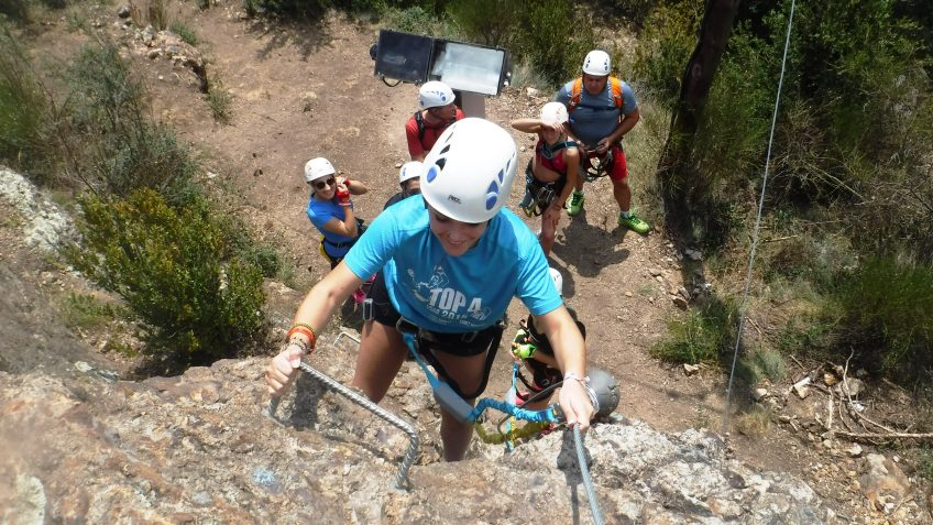 pack barranquismo y via ferrata en barcelona 50