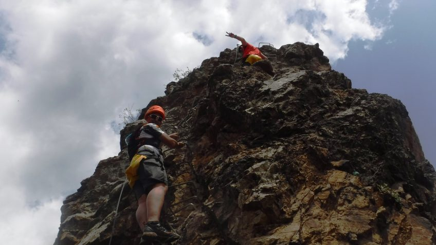 pack barranquismo y via ferrata en barcelona 58