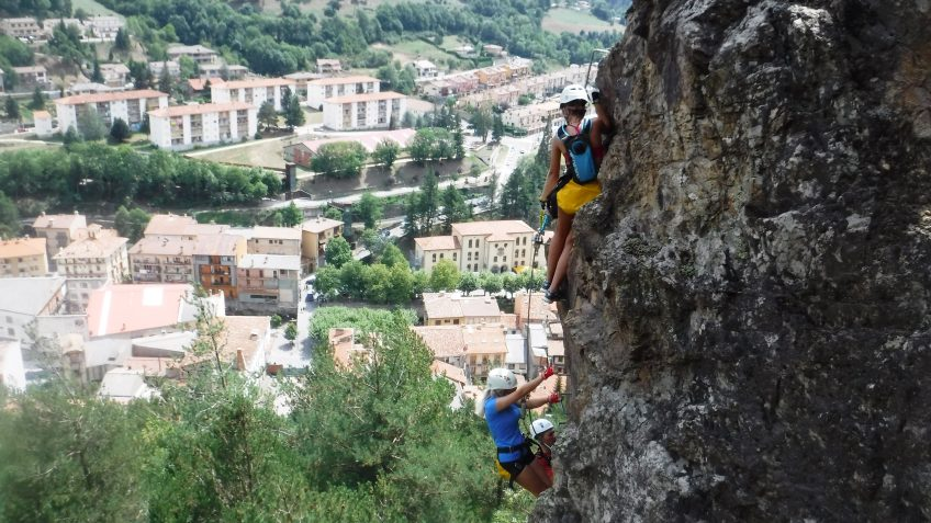 pack barranquismo y via ferrata en barcelona 70