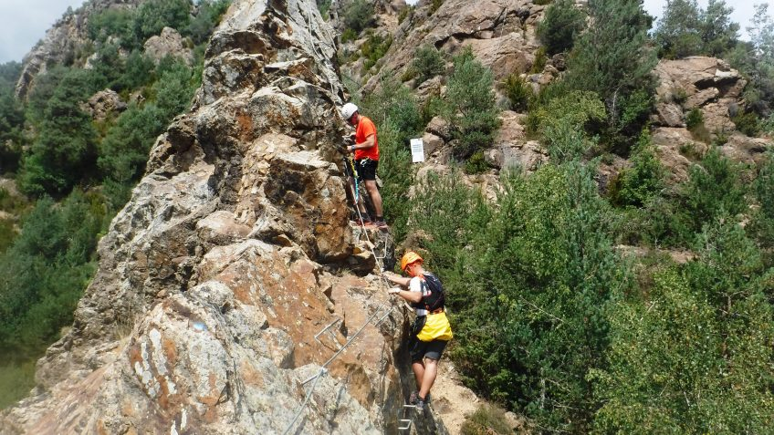 pack barranquismo y via ferrata en barcelona 75