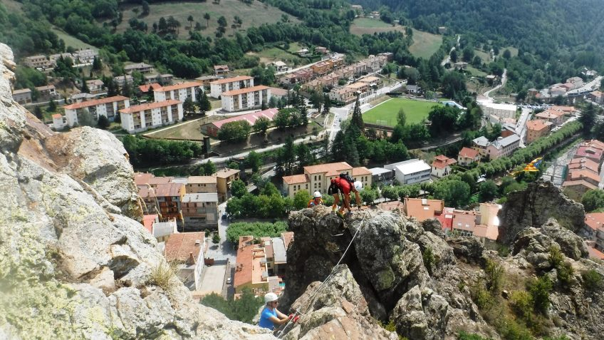 pack barranquismo y via ferrata en barcelona 78