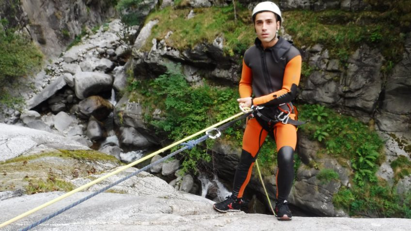 pack barranquismo y via ferrata en barcelona 8