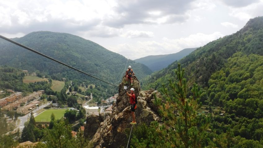 pack barranquismo y via ferrata en barcelona 86