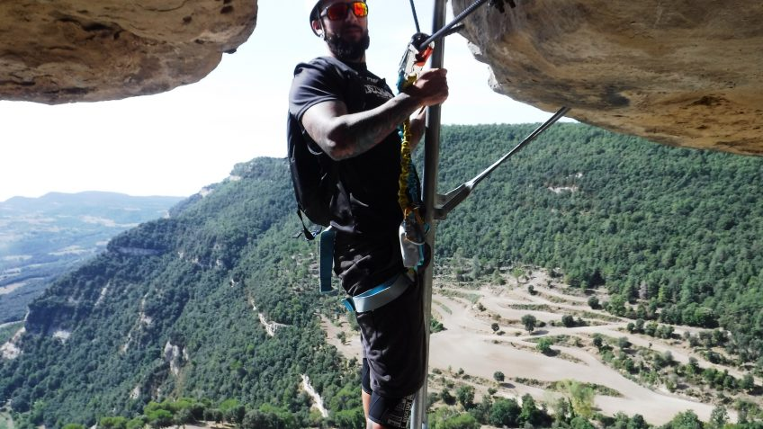 via ferrata en barcelona en grupo reducido 27